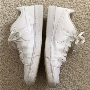 Nike Shoes - White nike sneakers